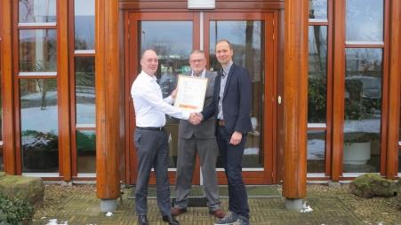 Op de foto van links naar rechts Oscar van Doorn SKH, Henk ter Heegde en Paul van Loon van Renovaid